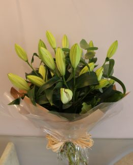 handtied lily bouquet claudia 2