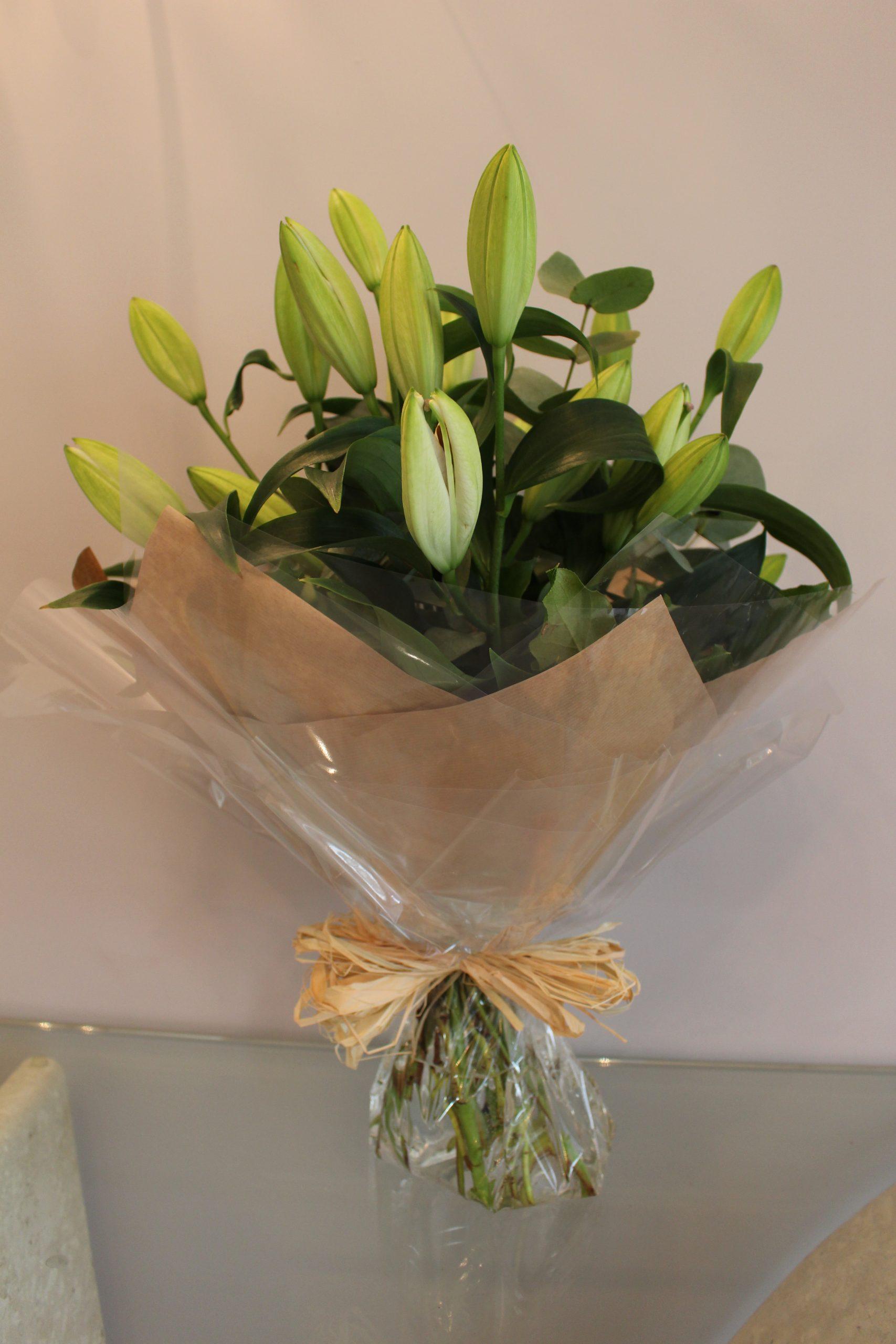handtied lily bouquet claudia